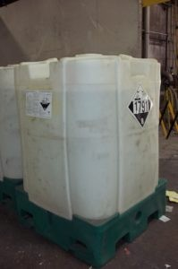 Image of rigid IBC with Class 8 Corrosive placard